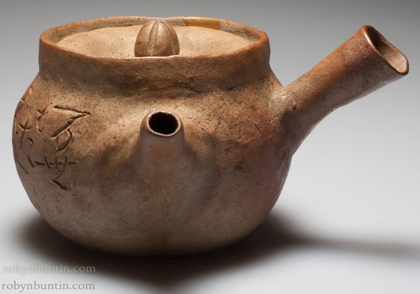 Teapot With Gold Repair (with box) by Otagaki Rengetsu (Japanese Functional Object)