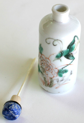 Snuff Bottle with Insect & Flower Design(Chinese Sculpture)